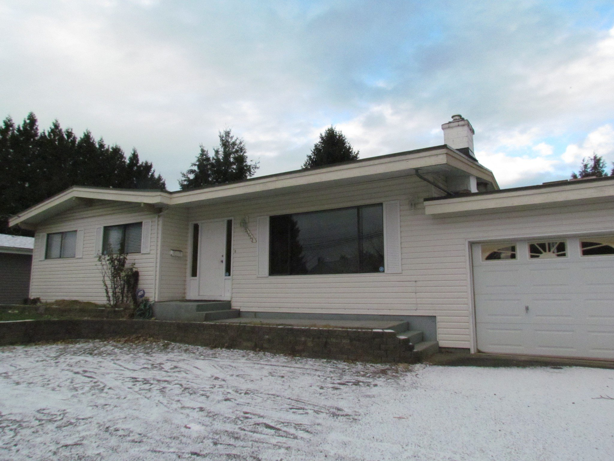 Main Photo: 34659 Marshall Rd. in Abbotsford: Abbotsford East House for rent
