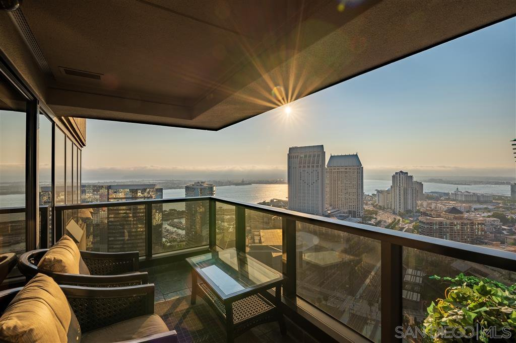 Main Photo: DOWNTOWN Condo for sale : 2 bedrooms : 100 Harbor Dr #3204 in San Diego