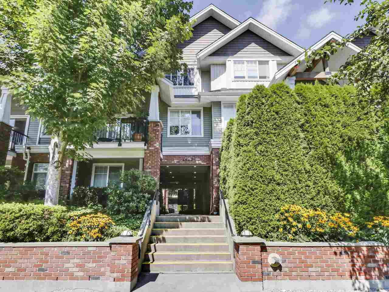 """Main Photo: 203 1567 GRANT Avenue in Port Coquitlam: Glenwood PQ Townhouse for sale in """"The Grant"""" : MLS®# R2513303"""