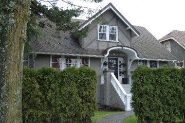 Main Photo: 4250 Blenheim Street in Vancouver: Home for sale