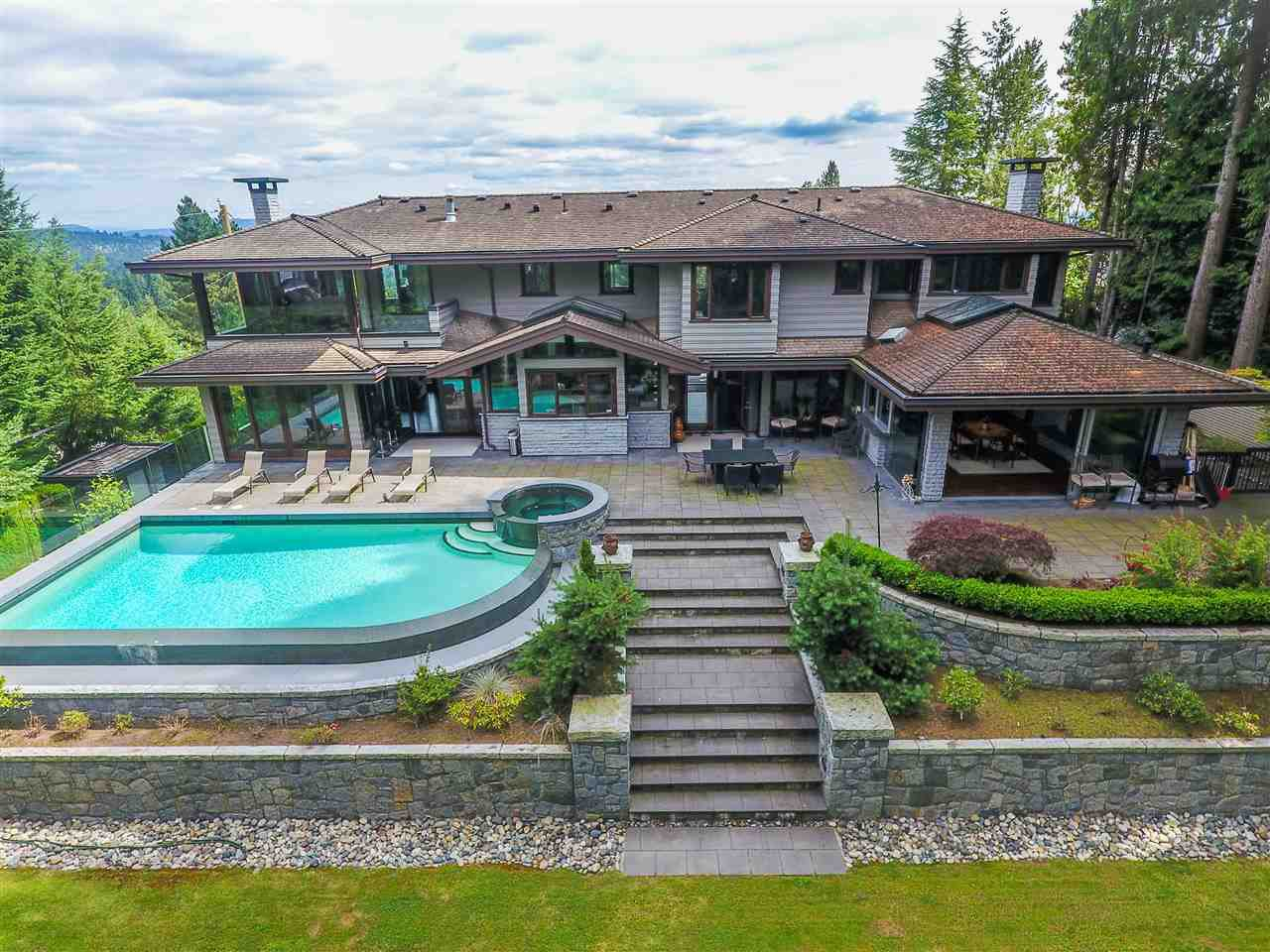 Main Photo: 915 GROVELAND Road in West Vancouver: British Properties House for sale : MLS®# R2395019