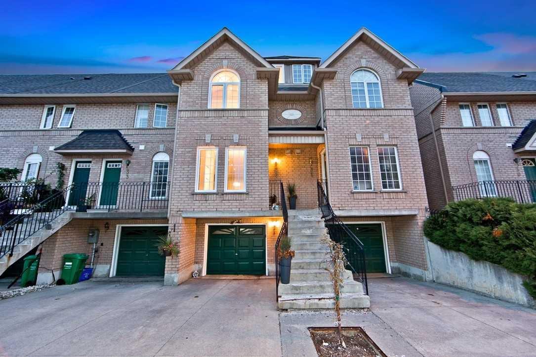 Main Photo: 32 80 Strathaven Drive in Mississauga: Hurontario Condo for sale : MLS®# W4567919