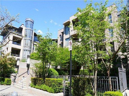Main Photo: 309 2263 REDBUD Lane in TROPEZ: Home for sale : MLS®# V1025643