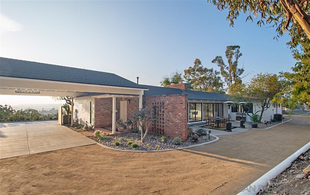 Main Photo: DEL CERRO House for sale : 4 bedrooms : 5472 Del Cerro Blvd in San Diego
