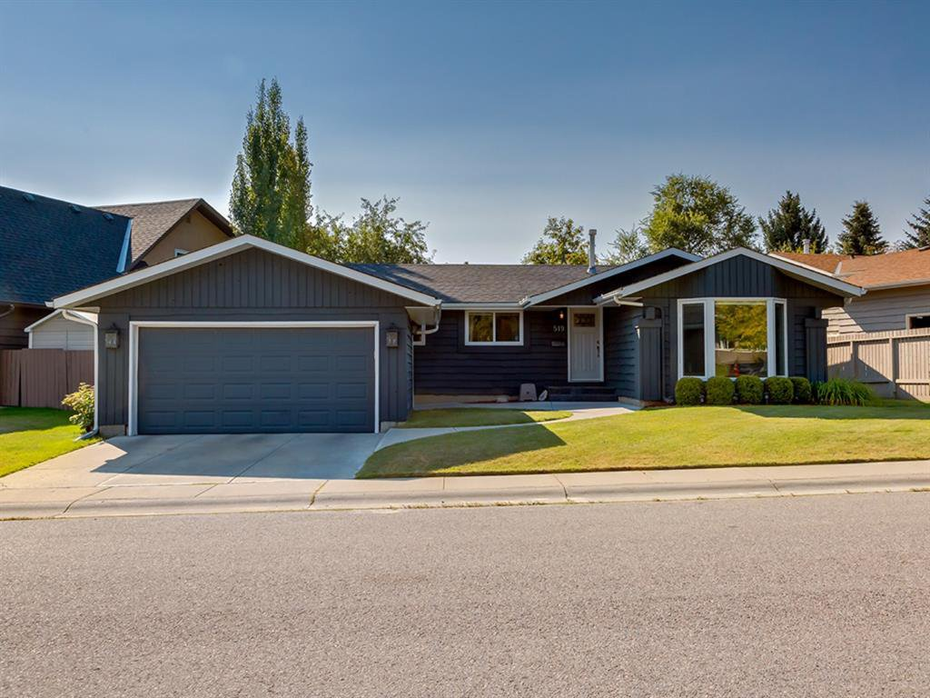 Main Photo: 519 PARKVALLEY Road SE in Calgary: Parkland Detached for sale : MLS®# A1031472