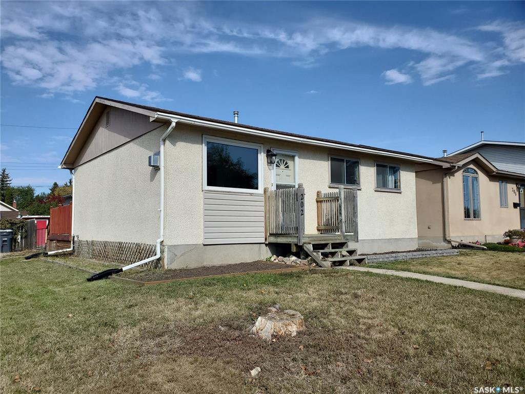 Main Photo: 202 Grant Street in Saskatoon: Forest Grove Residential for sale : MLS®# SK827961