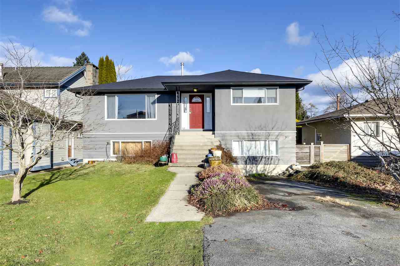 """Main Photo: 756 E 10TH Street in North Vancouver: Boulevard House for sale in """"BOULEVARD"""" : MLS®# R2527385"""