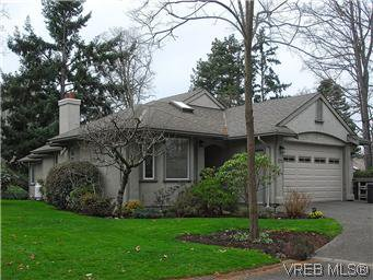 Main Photo: 1270 Carina Pl in VICTORIA: SE Maplewood House for sale (Saanich East)  : MLS®# 597435
