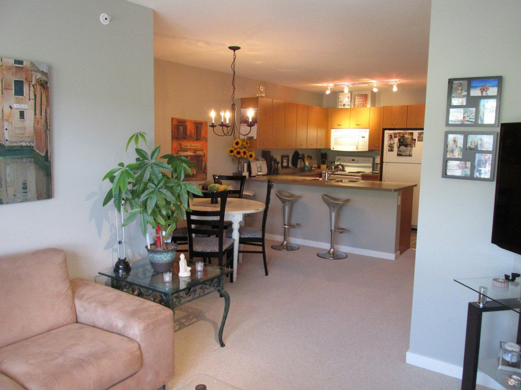 Photo 3: Photos: #410 533 Yates Road in Kelowna: North Glenmore Condo for sale : MLS®# 10114546