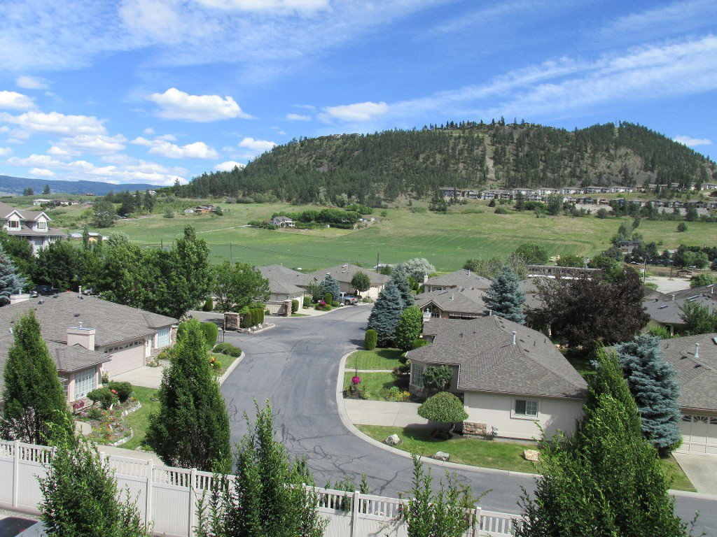 Photo 2: Photos: #410 533 Yates Road in Kelowna: North Glenmore Condo for sale : MLS®# 10114546
