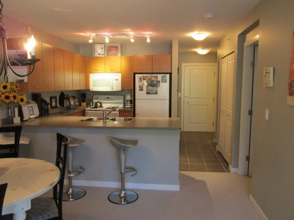 Photo 4: Photos: #410 533 Yates Road in Kelowna: North Glenmore Condo for sale : MLS®# 10114546