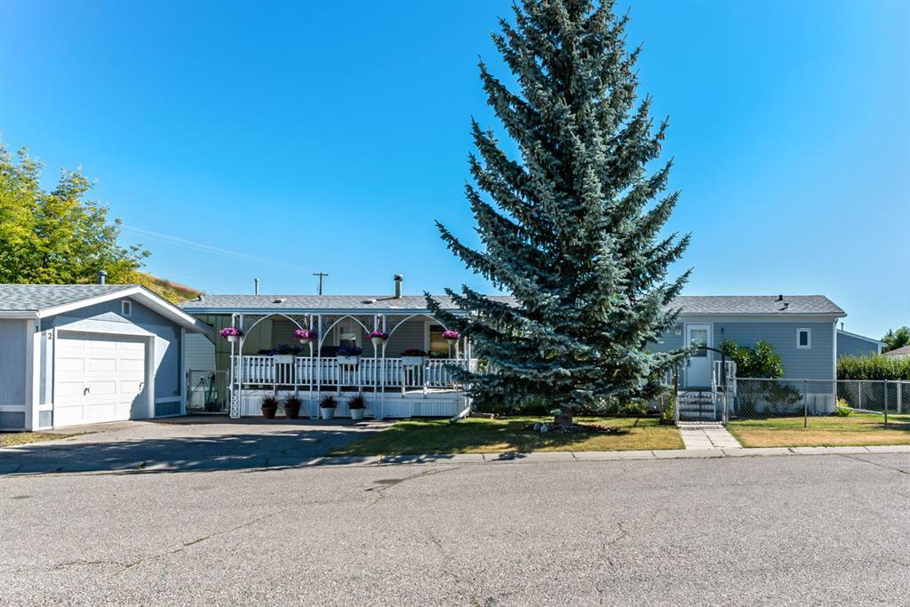 Main Photo: 102 Heritage Drive: Okotoks Mobile for sale : MLS®# A1016293
