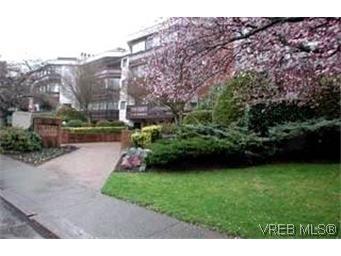 Main Photo: 414 1560 Hillside Avenue in VICTORIA: Vi Oaklands Condo Apartment for sale (Victoria)  : MLS®# 199479