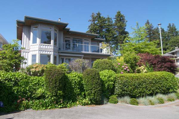 Main Photo: 1321 132B Street in South Surrey: Home for sale : MLS®# F2714443