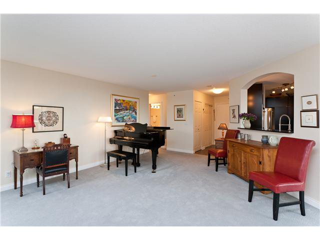 "Photo 4: Photos: # 10D 338 TAYLOR WY in West Vancouver: Park Royal Condo for sale in ""WESTROYAL"" : MLS®# V998601"