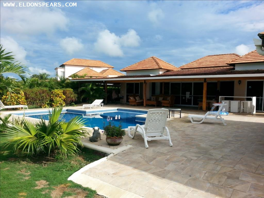 Villa in Decameron for sale