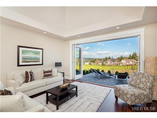 Main Photo: 2071 Hedgestone Lane in VICTORIA: La Bear Mountain Residential for sale (Langford)  : MLS®# 339240