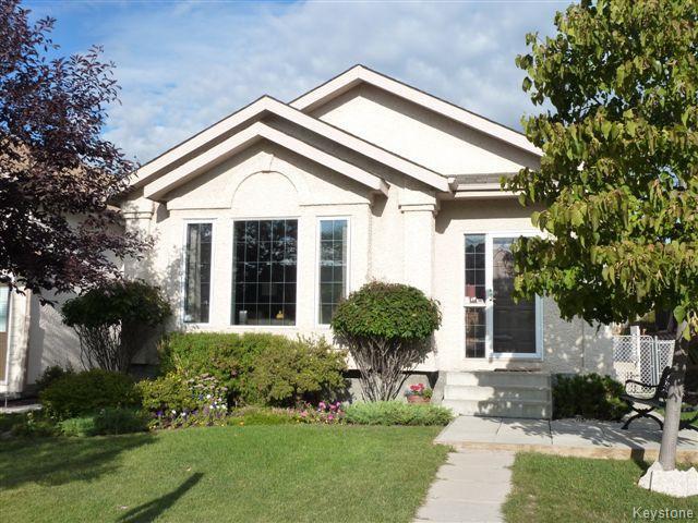 Main Photo: 60 Kirkham Bay in Winnipeg: Single Family Detached for sale (Riverbend)