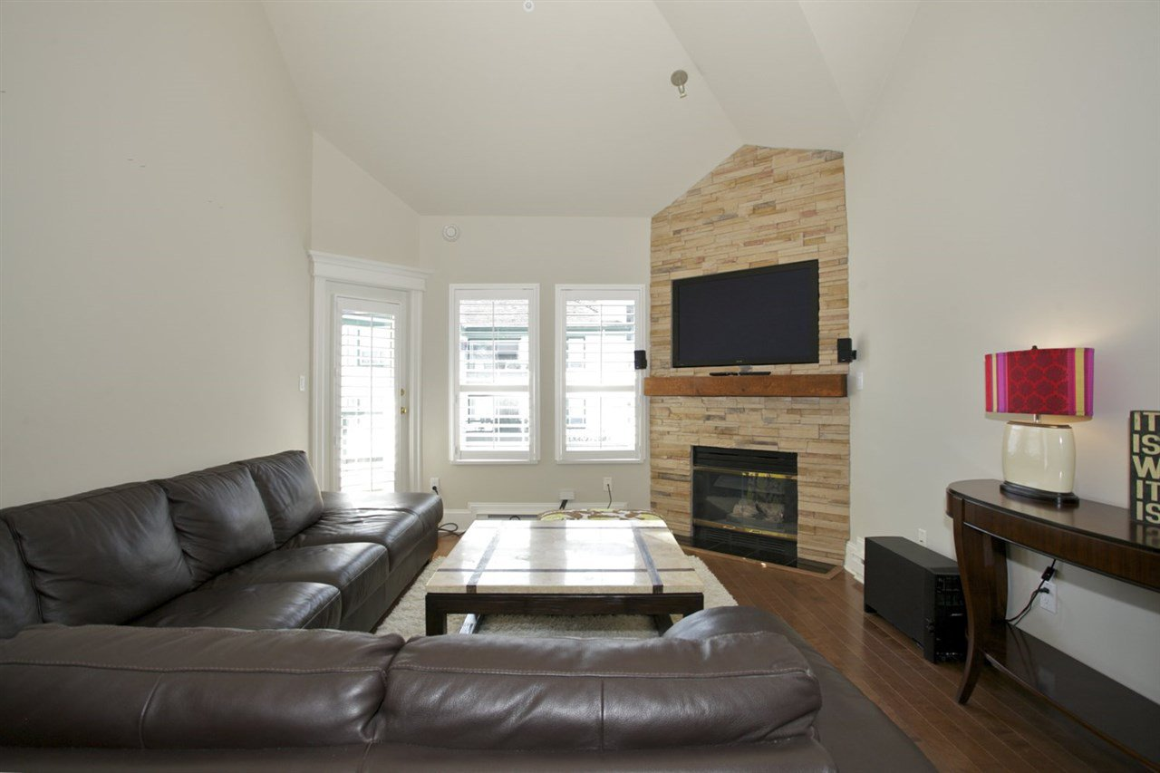 Photo 7: Photos: 405 1575 BEST STREET: White Rock Condo for sale (South Surrey White Rock)  : MLS®# R2032421