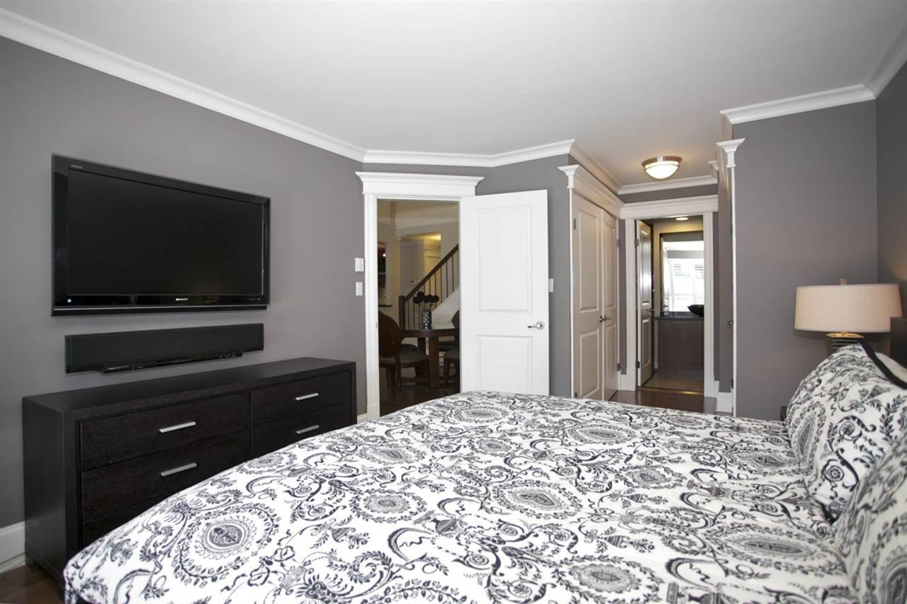 Photo 13: Photos: 405 1575 BEST STREET: White Rock Condo for sale (South Surrey White Rock)  : MLS®# R2032421