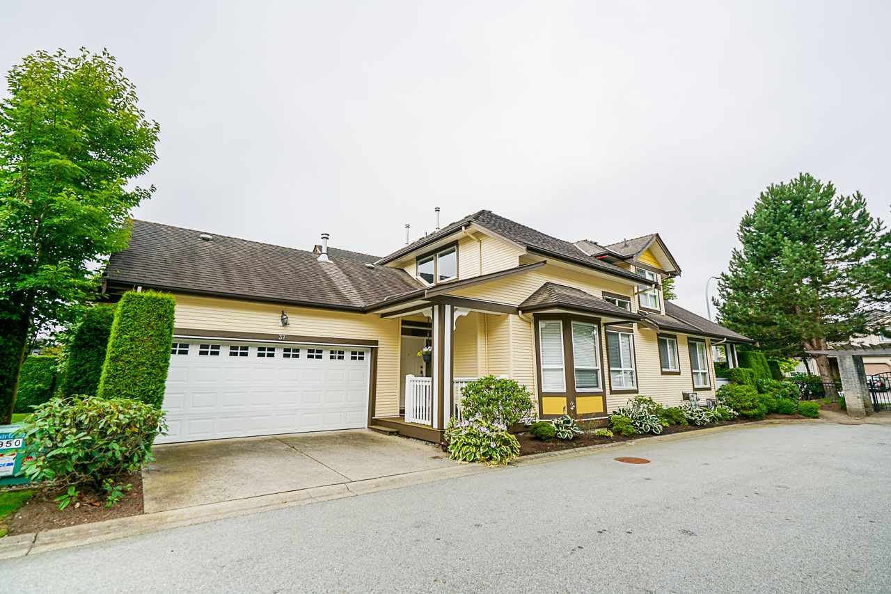 "Main Photo: 37 8250 158 Street in Surrey: Fleetwood Tynehead Townhouse for sale in ""MONTROSE"" : MLS®# R2480308"