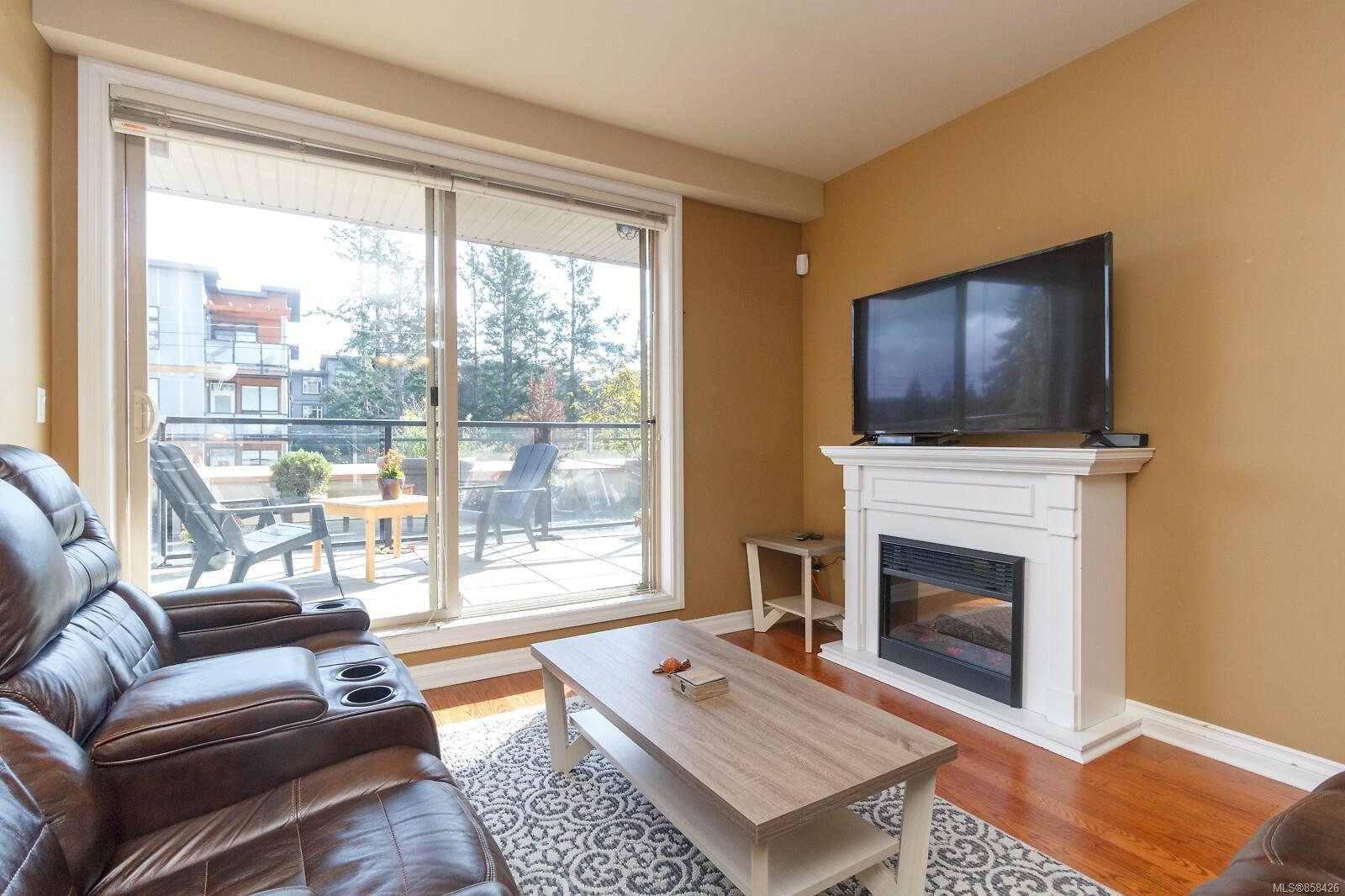 Main Photo: 209 866 Goldstream Ave in : La Langford Proper Condo for sale (Langford)  : MLS®# 858426