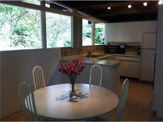 Photo 5: Photos: 533 W ST JAMES Road in North Vancouver: Delbrook House for sale : MLS®# V940842