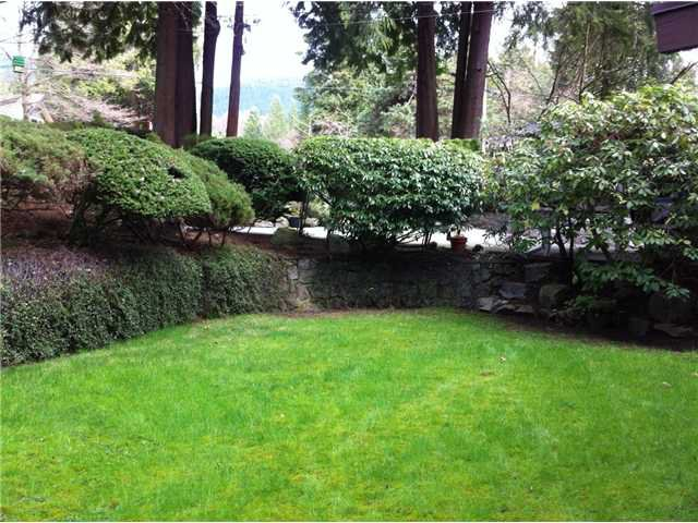 Photo 2: Photos: 533 W ST JAMES Road in North Vancouver: Delbrook House for sale : MLS®# V940842