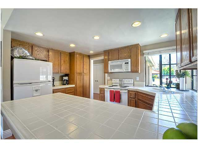 Photo 10: Photos: SCRIPPS RANCH House for sale : 3 bedrooms : 10849 Red Fern Circle in San Diego
