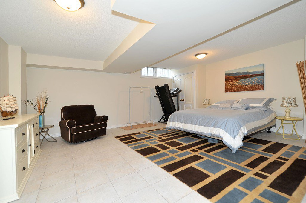 Photo 8: Photos: 25 Bullock Drive in Markham: Old Markham Village Freehold for sale : MLS®# N2795105