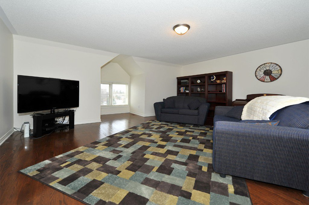 Photo 5: Photos: 25 Bullock Drive in Markham: Old Markham Village Freehold for sale : MLS®# N2795105