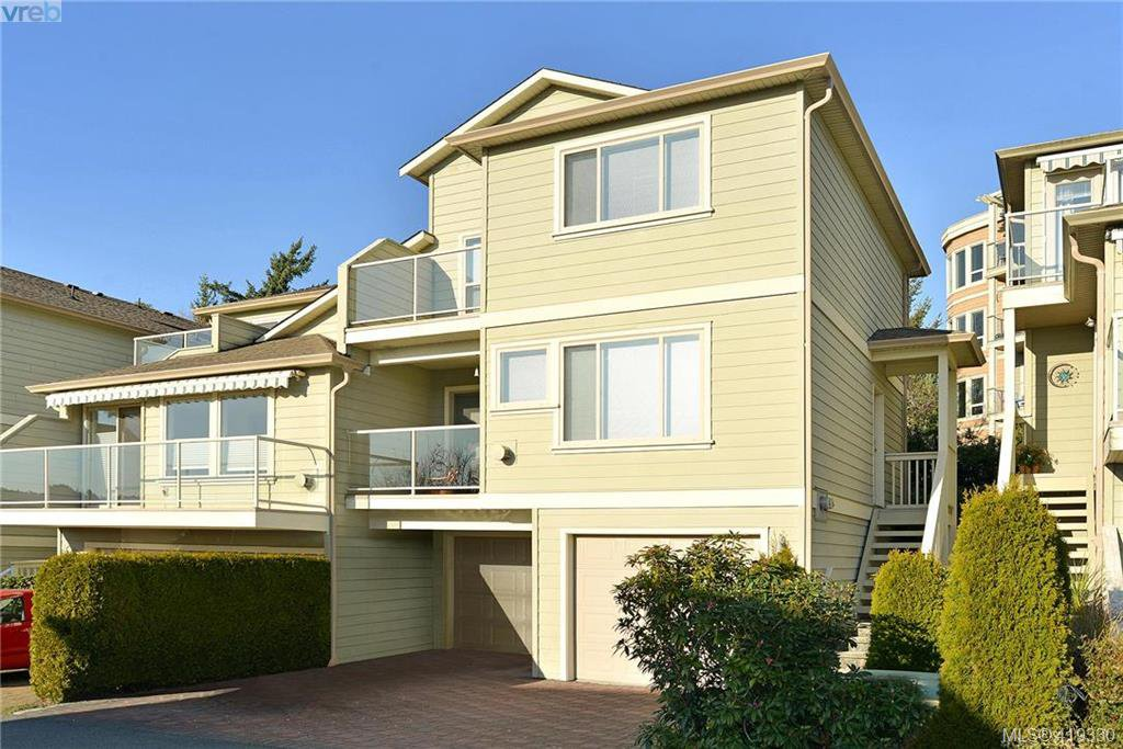 Main Photo: 22 127 Aldersmith Place in VICTORIA: VR Glentana Row/Townhouse for sale (View Royal)  : MLS®# 419330