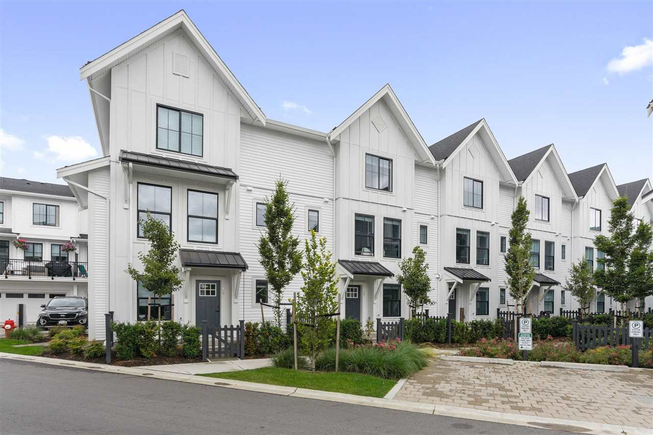 "Main Photo: 17 5945 176A ST Street in Surrey: Cloverdale BC Townhouse for sale in ""Crimson"" (Cloverdale)  : MLS®# R2470381"