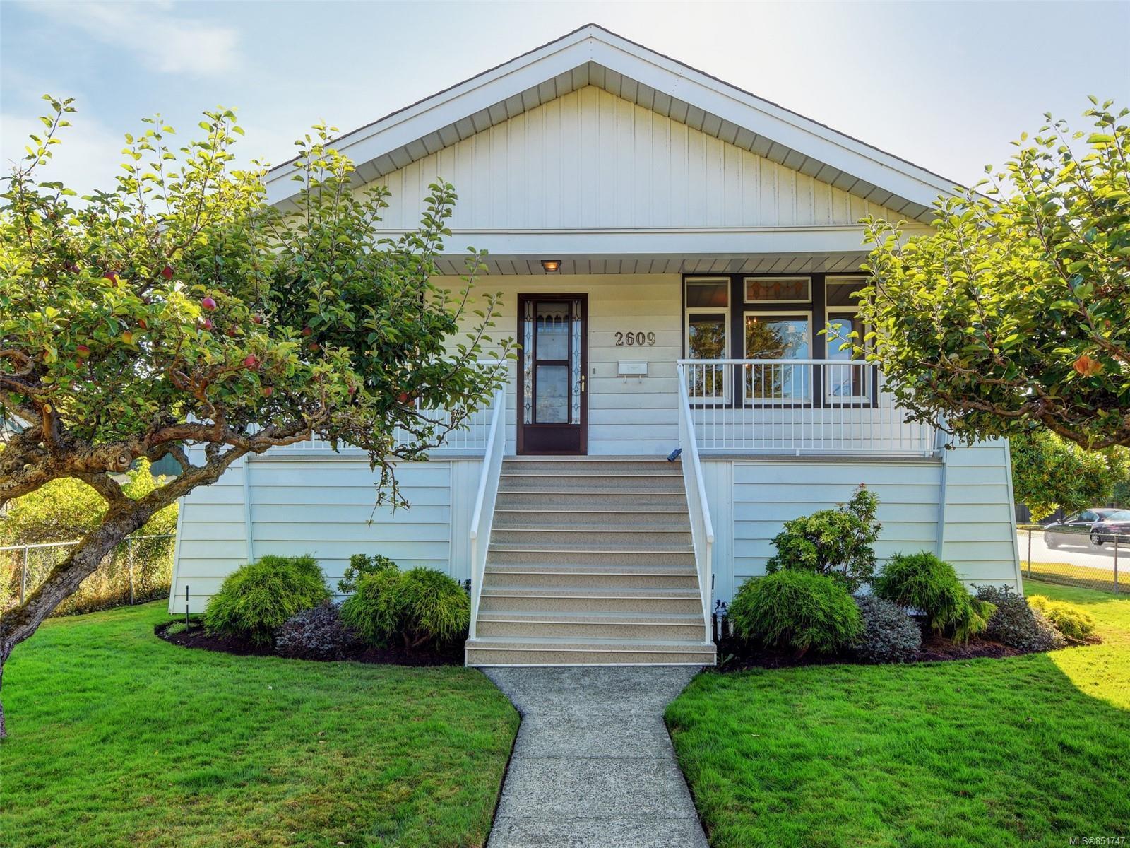 Main Photo: 2609 Foul Bay Rd in : OB Henderson House for sale (Oak Bay)  : MLS®# 851747