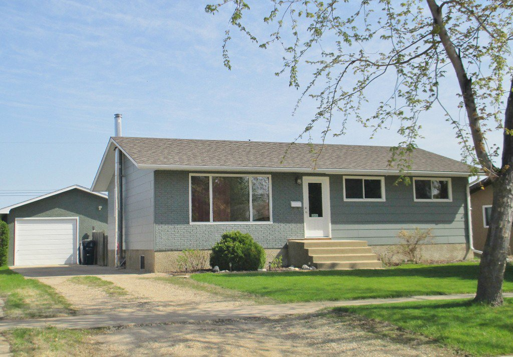 Main Photo: 244 Brown Avenue East in Dauphin: Single Family Detached for sale (R30)