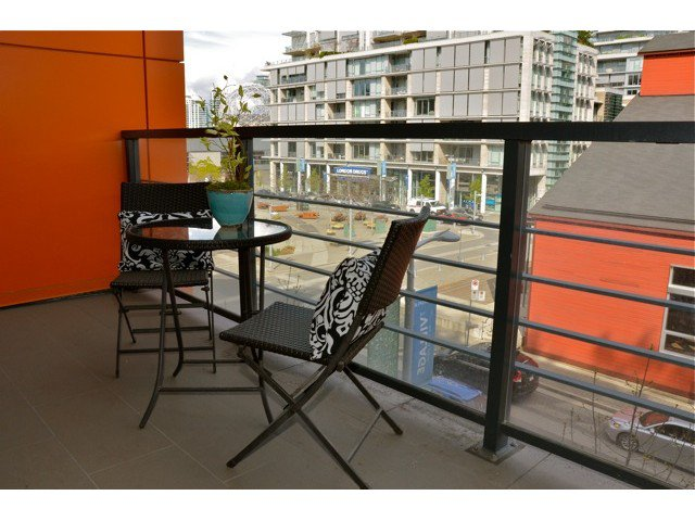 "Photo 9: Photos: 404 123 W 1ST Avenue in Vancouver: False Creek Condo for sale in ""COMPASS AT THE VILLAGE ON FALSE CREEK"" (Vancouver West)  : MLS®# V1075384"