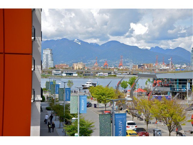 "Photo 11: Photos: 404 123 W 1ST Avenue in Vancouver: False Creek Condo for sale in ""COMPASS AT THE VILLAGE ON FALSE CREEK"" (Vancouver West)  : MLS®# V1075384"