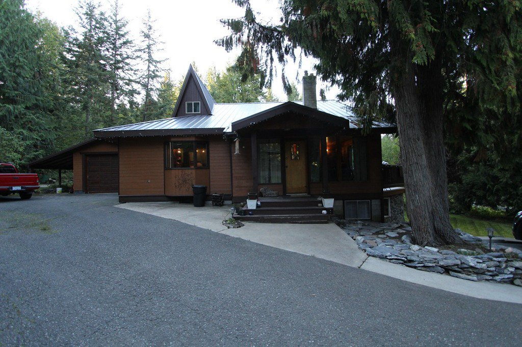 Main Photo: 2488 Forest Drive in Blind Bay: House for sale : MLS®# 10124492