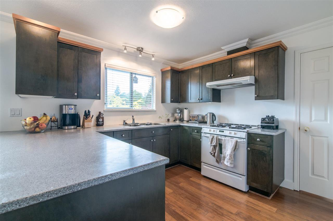 Photo 3: Photos: 1972 DUNROBIN Crescent in North Vancouver: Blueridge NV House for sale : MLS®# R2391503