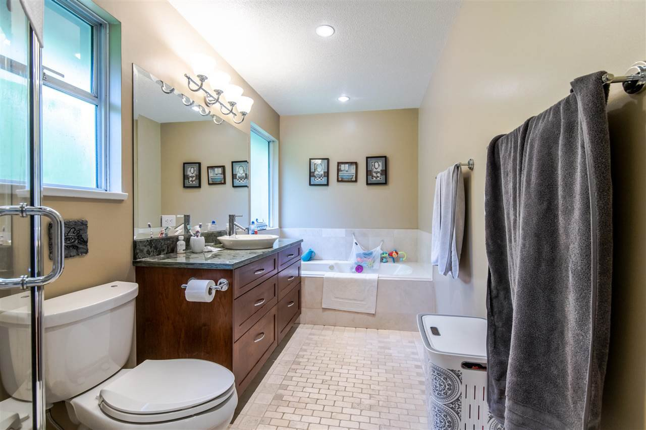 Photo 16: Photos: 1972 DUNROBIN Crescent in North Vancouver: Blueridge NV House for sale : MLS®# R2391503
