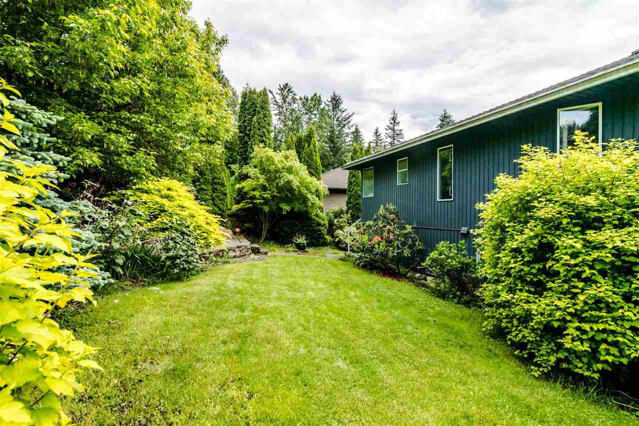 Photo 17: Photos: 1972 DUNROBIN Crescent in North Vancouver: Blueridge NV House for sale : MLS®# R2391503