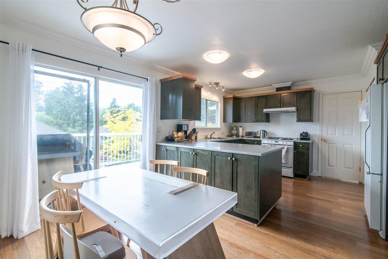 Photo 4: Photos: 1972 DUNROBIN Crescent in North Vancouver: Blueridge NV House for sale : MLS®# R2391503