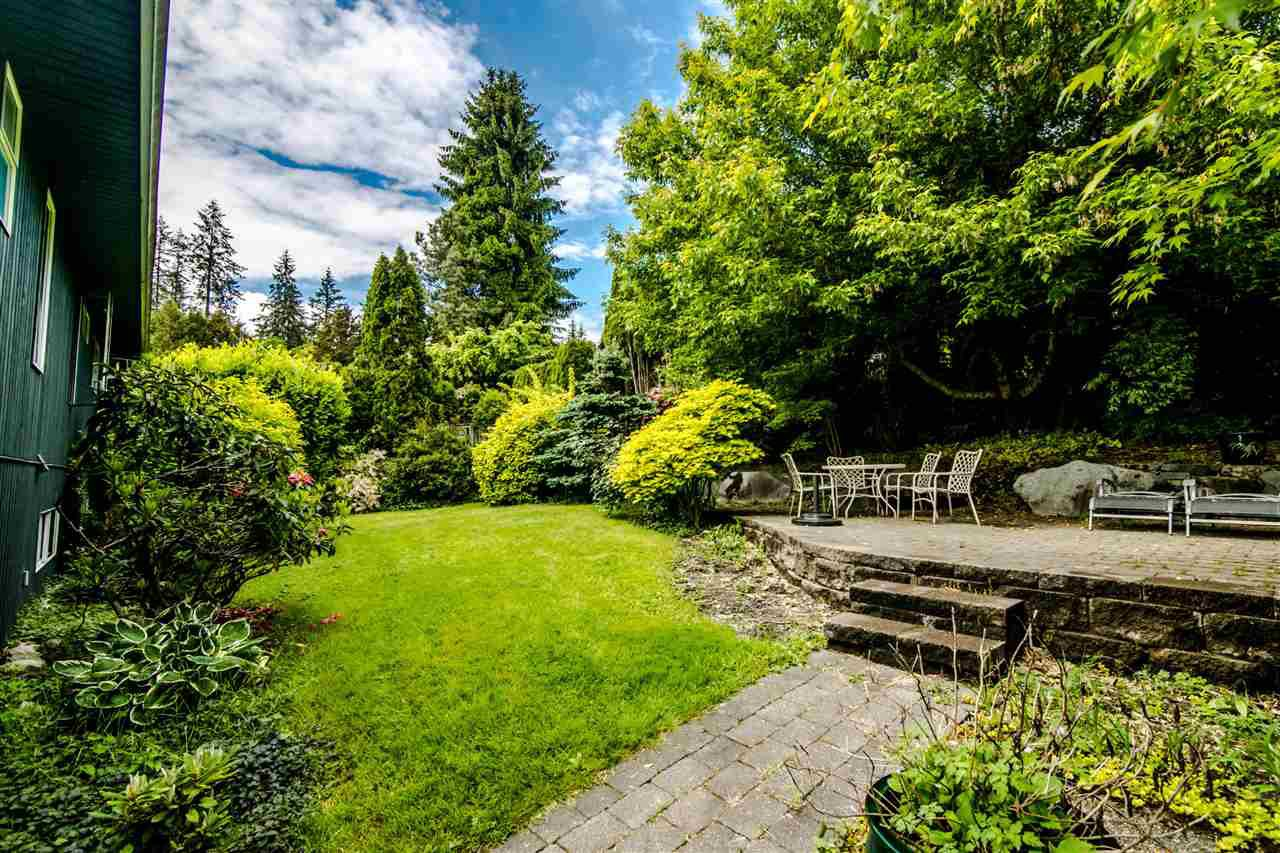 Photo 18: Photos: 1972 DUNROBIN Crescent in North Vancouver: Blueridge NV House for sale : MLS®# R2391503