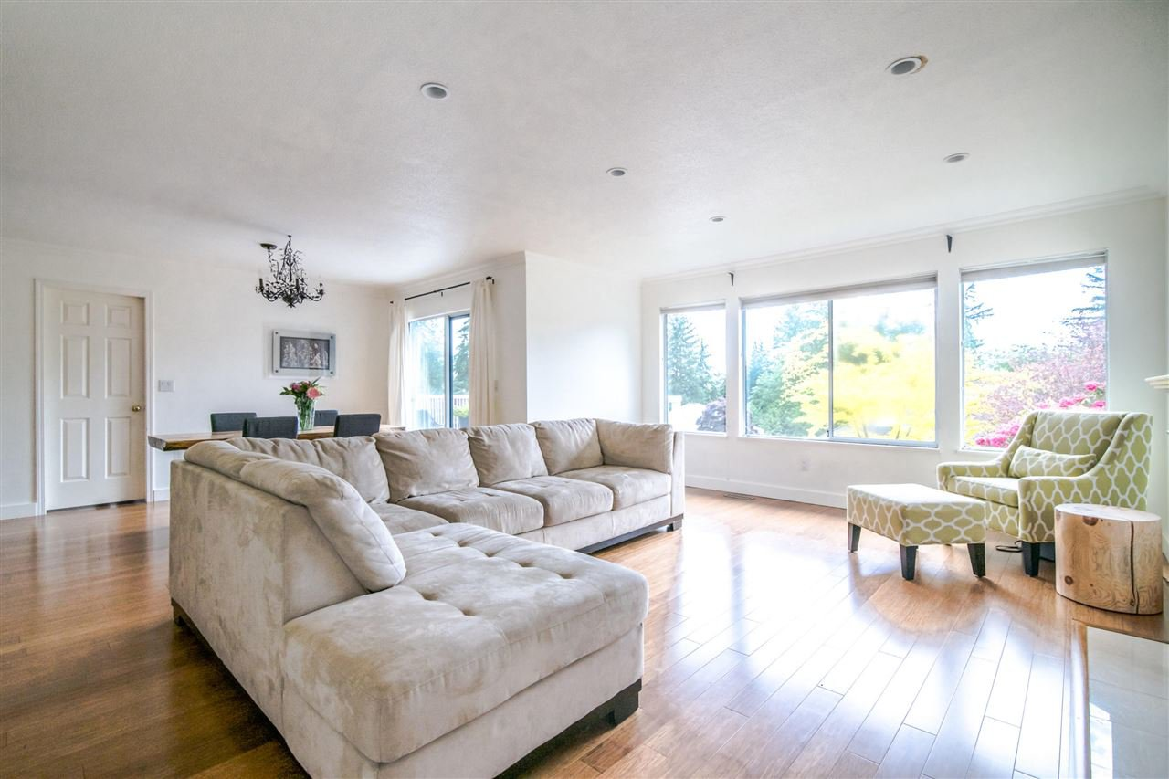Photo 6: Photos: 1972 DUNROBIN Crescent in North Vancouver: Blueridge NV House for sale : MLS®# R2391503