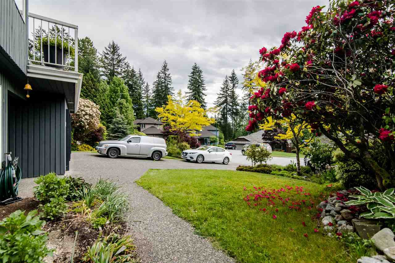 Photo 2: Photos: 1972 DUNROBIN Crescent in North Vancouver: Blueridge NV House for sale : MLS®# R2391503
