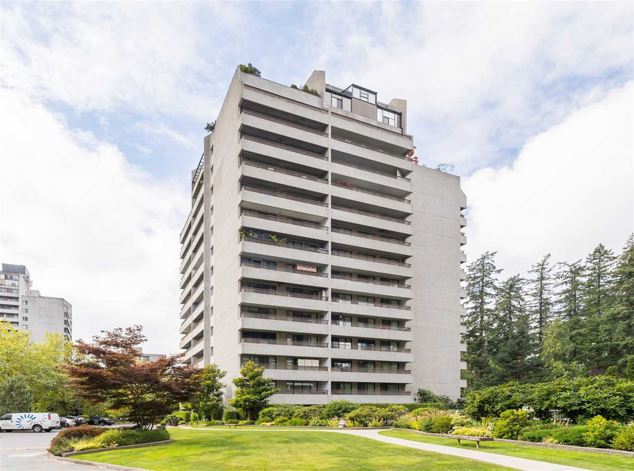 "Main Photo: 606 4194 MAYWOOD Street in Burnaby: Metrotown Condo for sale in ""Park Avenue Towers"" (Burnaby South)  : MLS®# R2493615"