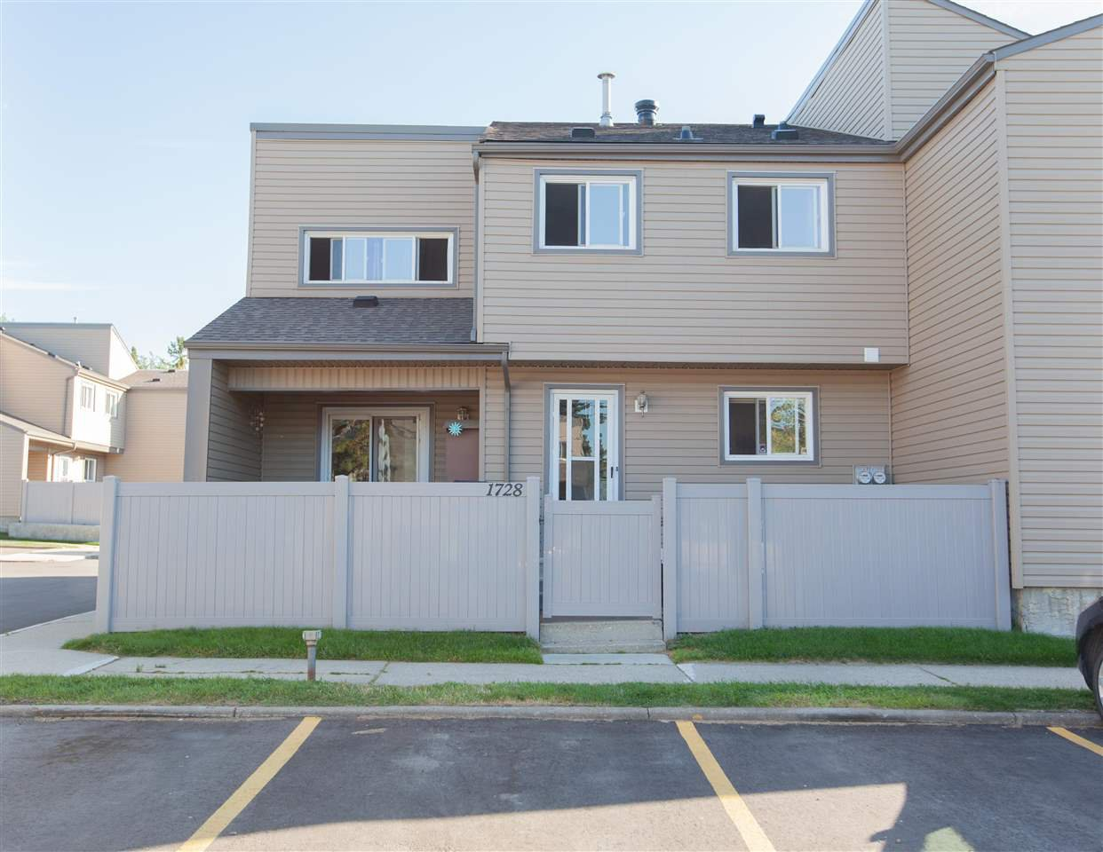 Main Photo: 1728 LAKEWOOD Road S in Edmonton: Zone 29 Townhouse for sale : MLS®# E4214059