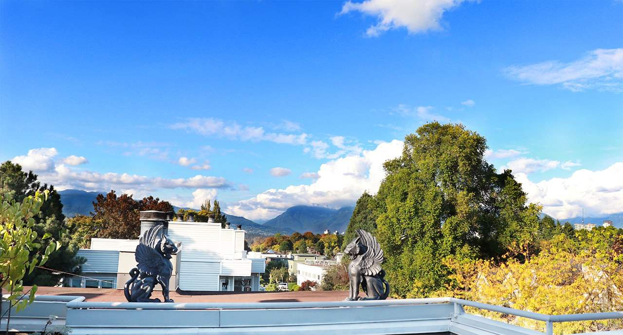 """Main Photo: 402 1665 ARBUTUS Street in Vancouver: Kitsilano Condo for sale in """"The Beaches"""" (Vancouver West)  : MLS®# R2498892"""
