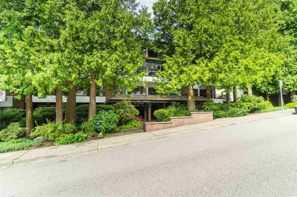 Main Photo: 308 1319 MARTIN STREET in South Surrey White Rock: White Rock Home for sale ()  : MLS®# R2473599