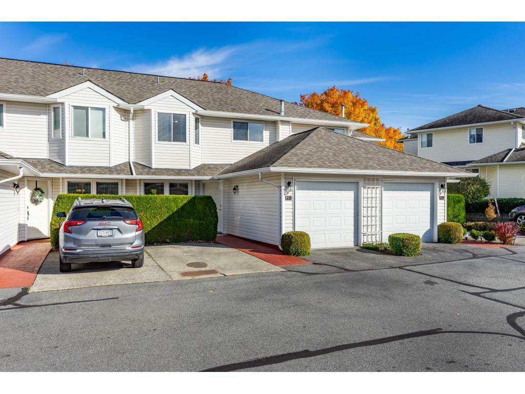 "Main Photo: 28 21928 48 Avenue in Langley: Murrayville Townhouse for sale in ""Murrayville Glen"" : MLS®# R2514950"